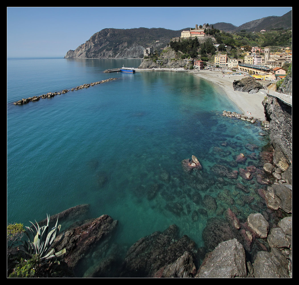 sestri levante girls Hotel helvetia, sestri levante read 338 user reviews and find great holiday deals for hotel helvetia, sestri levante, on holiday watchdog.